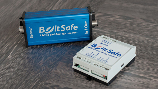 RS-232 and Analog Converter DIN rail